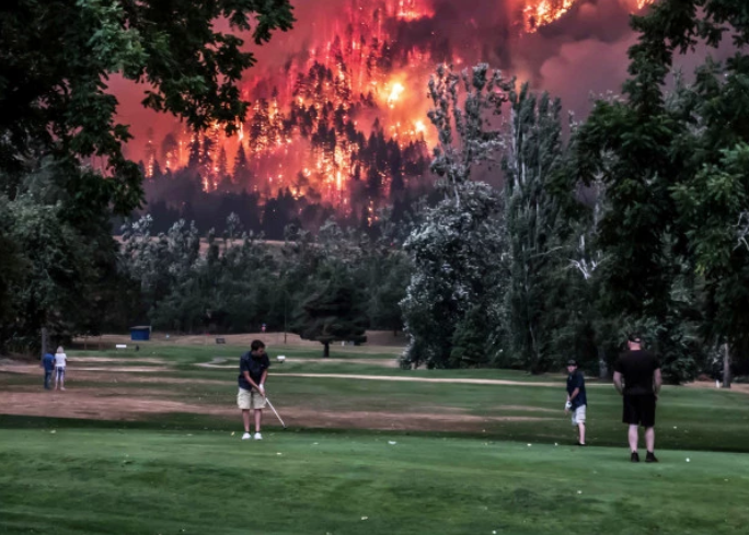 wildfire burns as golfers play